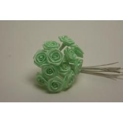 fleurs : 24 mini roses  vert pâle