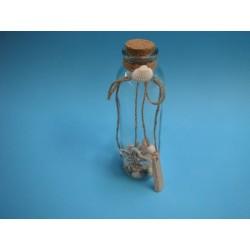 bouteille en verre avec coquillages