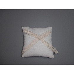 Coussin alliances en lin blanc et noeud en crochet ivoire