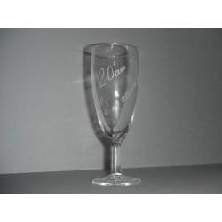 """flûte à champagne en verre """"20 ans ça s'arrose!"""""""